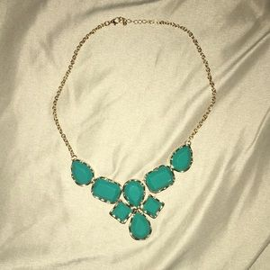 Jewelry - Short turquoise necklace with a gold chain
